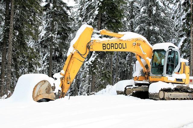 Grävmaskin på vintern